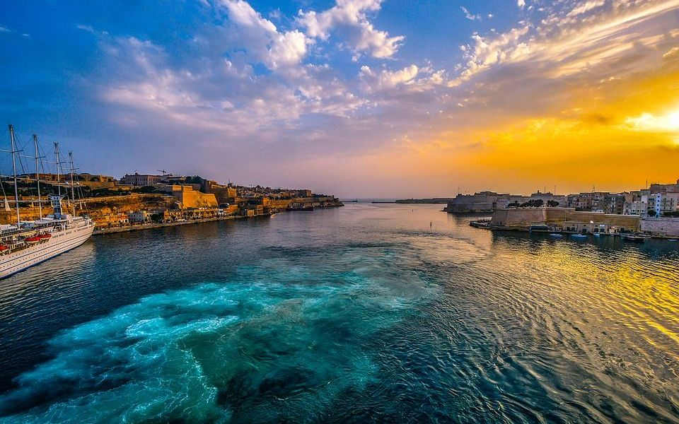 """""""World's First Decentralized Bank"""" to Launch in Malta, Backed By Binance"""