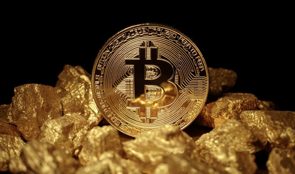 "Ex JPMorgan Exec Says Bitcoin Becomes Closer To Digital Gold ""Every Day It Doesn't Die"""