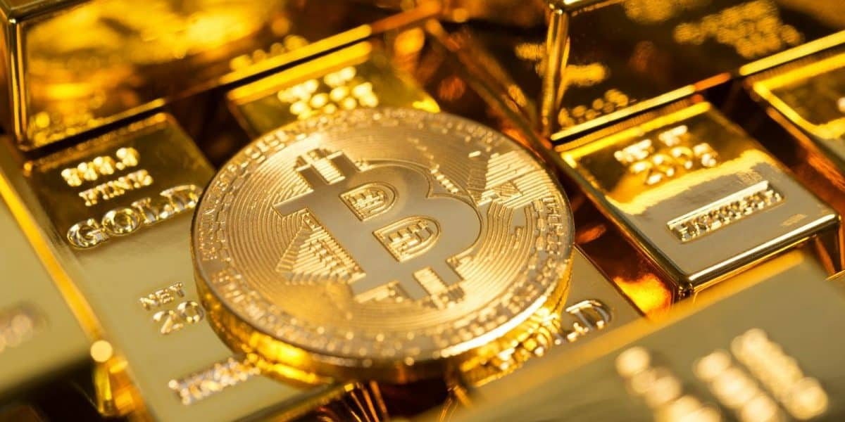 Bitcoin Price Stabilizes as Gold Experiences Worst Drop Since 2013